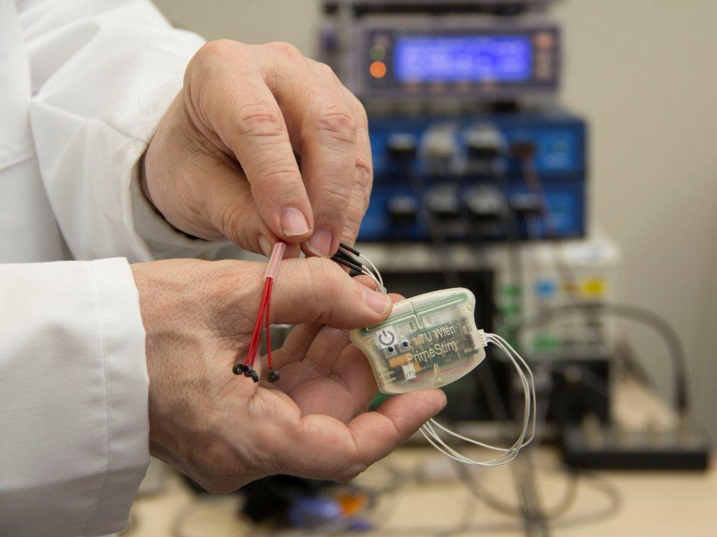 Prototyp eines gebauten Health Gadgets zur Schmerzlinderung und Verbesserung der peripheren Durchblutung © TU Wien