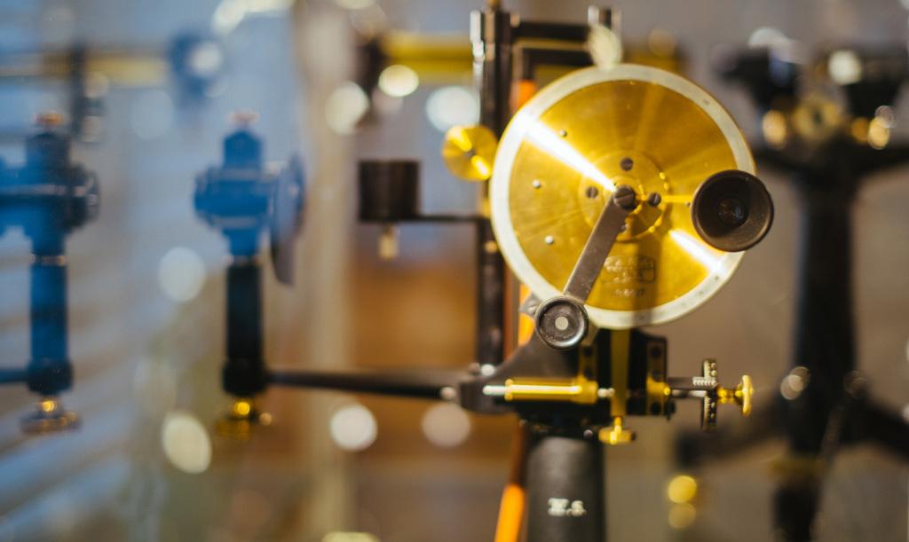 Blick auf das Refraktometer nach Pulfrich. Diente zur Messung des Brechungsindexes von Flüssigkeiten.