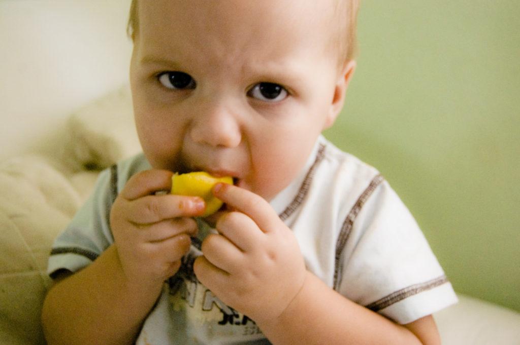 Zitronen lösen nicht nur bei Babys die Mikik des Ekels im Gesicht aus. Bild: Nadia Phaeneuf, Flickr.