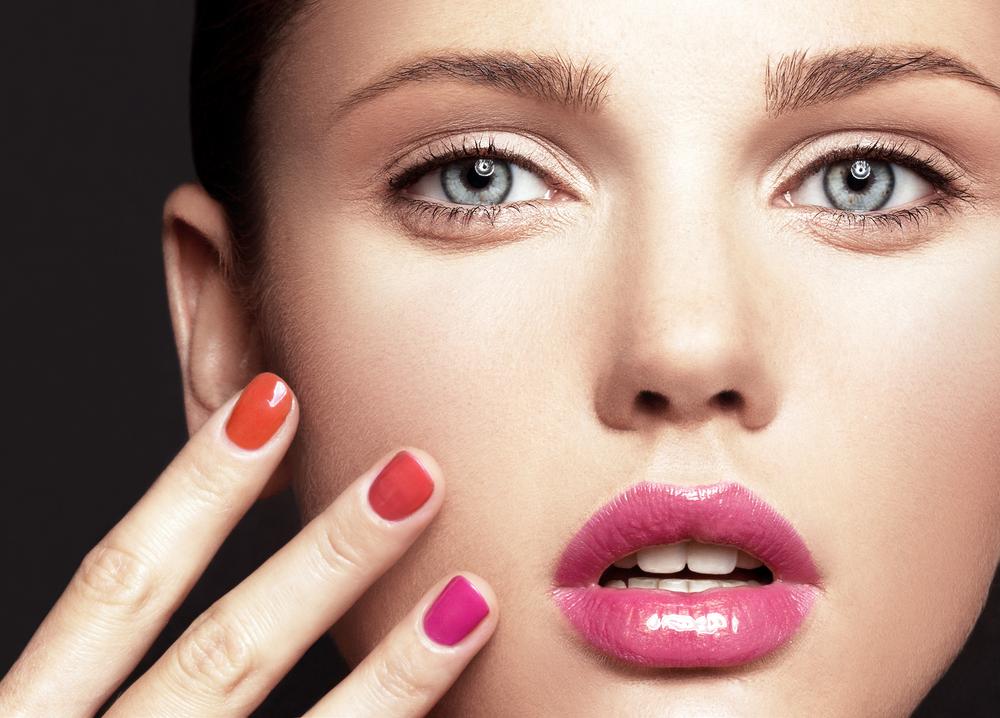 Symmetrie, ebenmäßige Haut und Durchschnittlichkeit gelten als Indikatoren für ein schönes Gesicht. Bild: c_lenaer shutterstock.com
