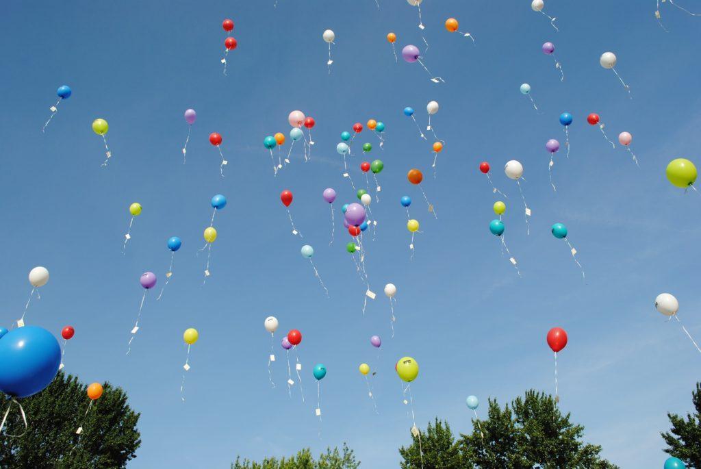 Im Innsbrucker Labor wird Helium etwas anders eingesetzt als beim Luftballons aufblasen; Bild: balloons-©pixabay_HilkeFromm.jpg