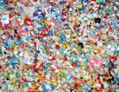 bunt gemischter Plastikmüll