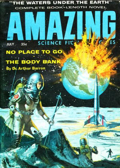 Ein Astronaut steht auf dem Berg eines Planeten und sieht, wie im Hintergrund die Erde explodiert.