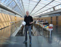 Professor Dr. Achim Zeileis mit Fußball